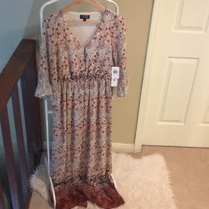 Maxi dress with slit in the back